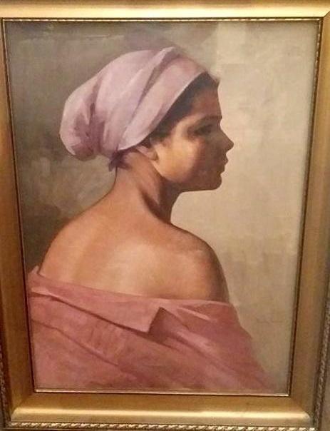 Fata cu basma roz